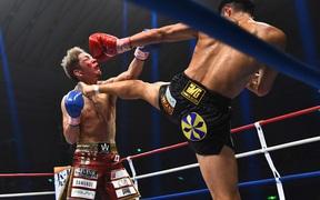 Tài năng karate tung cú đá tầm cao đẹp mắt, khiến đối thủ đổ gục bất tỉnh