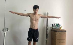 Tuyển thủ Việt Nam lộ xương sườn và thể hình gầy gò khi làm kiểm tra vào đại học