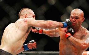 UFC xem xét nghiên cứu về ảo giác vi liều để điều trị tổn thương não