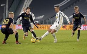 Ronaldo tỏa sáng, Juventus nhọc nhằn vào tứ kết Coppa Italia sau màn rượt đuổi tỷ số hấp dẫn