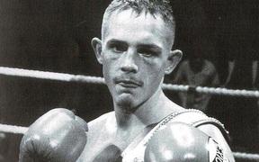 Nhà vô địch boxing nước Anh bất ngờ qua đời ở tuổi 40 do suy gan