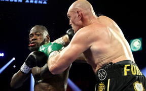 """Tyson Fury """"cạch mặt"""" Deontay Wilder sau khi đối thủ liên tục tìm lý do để biện hộ cho thất bại"""