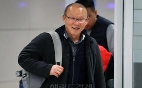 HLV Park Hang-seo về thăm mẹ ngay sau khi hoàn tất cách ly