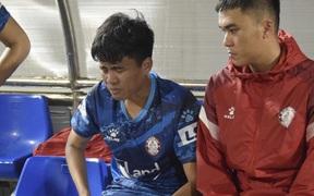 Ban kỷ luật VFF quên pha xoạc bóng nguy hiểm khiến Phan Thanh Hậu chấn thương?