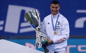 Ronaldo lại sắm vai người hùng giúp Juventus giành danh hiệu đầu tiên mùa này