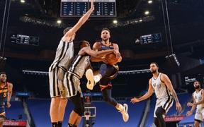 Golden State Warriors nuôi hi vọng Playoffs sau đại thắng San Antonio Spurs