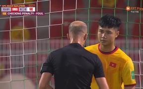 """Fan ngán ngẩm với trọng tài soi VAR như """"soi người yêu cũ"""" ở trận tuyển Việt Nam thua Oman"""