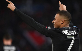 Không Messi và Neymar, Mbappe tỏa sáng giúp PSG ngược dòng đánh bại Angers