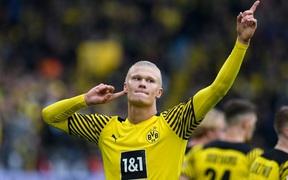 Haaland lập cú đúp, Dortmund thắng dễ Mainz để leo lên ngôi đầu Bundesliga