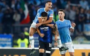 Nhảy lên lưng đối thủ ăn mừng, sao Lazio nhận thẻ đỏ  rồi khóc lóc giải thích