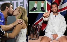 """Bị trộm mất giày trước chung kết, tay vợt vẫn tạo nên cột mốc lịch sử và được bạn gái """"thưởng"""" cho nụ hôn ngọt ngào"""