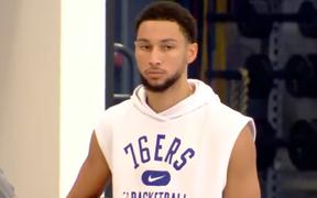 Hé lộ hình ảnh Ben Simmons trong buổi tập cùng Philadelphia 76ers: Buồn bã, chán chường và bất cần