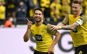 Vắng Haaland, Dortmund vất vả giành chiến thắng sát nút trước Augsburg