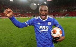 Patson Daka đi vào lịch sử với 3 bàn chỉ trong 9 phút giúp Leicester ngược dòng ngoạn mục