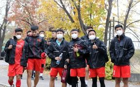 U23 Việt Nam tập buổi đầu tiên dưới trời thu lãng mạn tại Kyrgyzstan