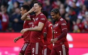 Bayern lại thắng đậm để giữ vững ngôi đầu