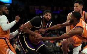 Nội bộ bất hòa, Los Angeles Lakers vẫn chưa thể nếm mùi chiến thắng ở NBA 2021-2022