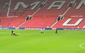 Sau thất bại đau đớn trước Liverpool, một cầu thủ MU vẫn nán lại Old Trafford miệt mài tập luyện