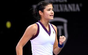 """Sau thất bại cay đắng, nữ tay vợt tuổi teen xinh đẹp cuối cùng cũng gặt hái """"chiến quả"""" đầu tiên kể từ chức vô địch US Open"""