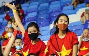 Người hâm mộ dễ dàng mua vé vào sân cổ vũ đội tuyển Việt Nam