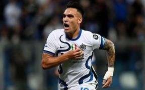 Lautaro Martinez tỏa sáng giúp Inter Milan lội ngược dòng thắng Sassuolo