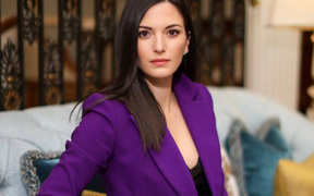 """Angela Rullo, cô nàng xinh đẹp, tài năng trong giới """"cò cầu thủ"""": Nữ môi giới đầu tiên ở Saudi Arabia"""