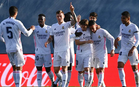 Hạ gục Valencia, Real vượt mặt đại kình địch Barca trên bảng xếp hạng La Liga