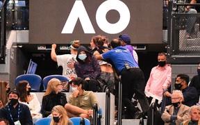 Người biểu tình gây rối trận chung kết Australian Open