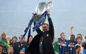 Vượt mặt cả Pep và Ferguson, Mourinho được vinh danh là huấn luyện viên xuất sắc nhất từ đầu thế kỷ