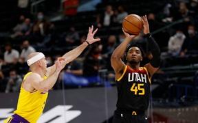 Utah Jazz thắng dễ Los Angeles Lakers bằng cơn mưa 3 điểm