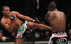 """""""Thần cước"""" Edson Barboza gia hạn hợp đồng với UFC"""