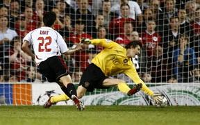 Cặp đấu kinh điển AC Milan - MU tái hiện ở vòng 1/8 Europa League