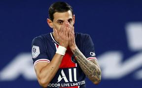 Đồng đội thân thiết của Messi bật khóc rời sân giữa chừng, biết được lý do mọi người mới bàng hoàng