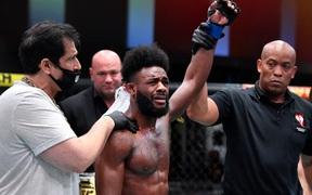 Aljamain Sterling vứt đai UFC xuống sàn, bật khóc sau khi trở thành nhà vô địch theo kịch bản không ngờ