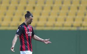 Ibrahimovic bị đuổi khỏi sân vì hiểu lầm từ trọng tài