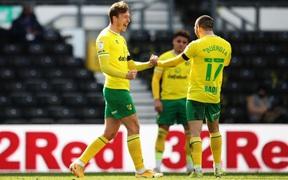 Norwich chính thức quay trở lại với Ngoại hạng Anh chỉ sau một mùa bị xuống hạng