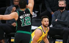 Tỏa sáng với 11 cú ném 3 điểm, Stephen Curry vẫn thua ngược trước Boston Celtics
