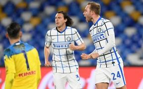 Đội trưởng đốt lưới nhà, Inter bị cắt đứt chuỗi trận thắng trên sân của Napoli