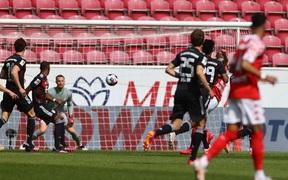 Bất ngờ nhận thất bại trước Mainz 05, Bayern Munich bỏ lỡ cơ hội vô địch sớm