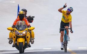 Loic Desriac giành chiến thắng trong sự ngả mũ thán phục