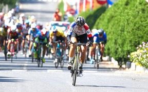 Nguyễn Minh Thiện giúp đua xe đạp Vĩnh Long lần đầu thắng chặng