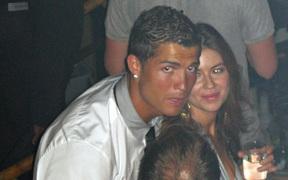 Người mẫu từng tố Ronaldo hiếp dâm tiếp tục đòi bồi thường gần 2.000 tỷ