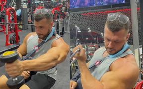 20 ngày sau chấn thương đứt gân ngực kinh hoàng, VĐV thể hình đã tái xuất phòng gym: Tập luyện giúp tôi hồi phục tốt hơn