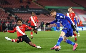 Chơi hơn người từ rất sớm, Leicester City vẫn nhọc nhằn giành 1 điểm trước Southampton