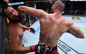 Jiri Prochazka hạ đo ván Dominick Reyes bằng đòn chỏ xoay tàn bạo, đến gần đến ngai vàng của UFC