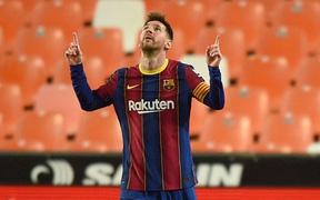 Barcelona thắng ngược kịch tính trước Valencia để trở lại đường đua vô địch La Liga