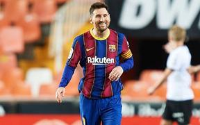 Messi đá hỏng phạt đền nhưng vẫn hóa người hùng nhờ có đồng đội hỗ trợ sửa sai