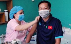 ĐT Futsal Việt Nam được tiêm vắc xin phòng COVID-19, chuẩn bị đá play-off tranh vé dự World Cup tại UAE
