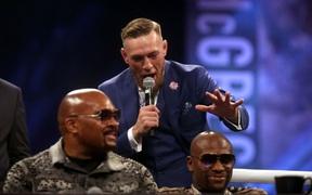 Conor McGregor chỉ trích Floyd Mayweather vì tham gia vụ ẩu đả với Jake Paul: Thật đáng xấu hổ