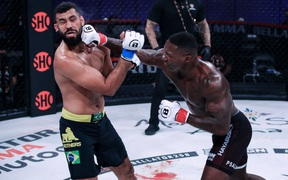Anthony Johnson giành chiến thắng bằng knock-out trong ngày tái xuất võ đài sau 4 năm